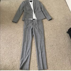 Banana Republic 00p gray and white pant suit